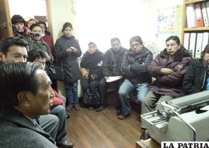 Municipales exigen la restitución del funcionario Rolando Salazar