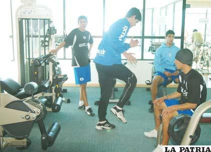 Entrenamientos de los jugadores de San José en un gimnasio de la ciudad