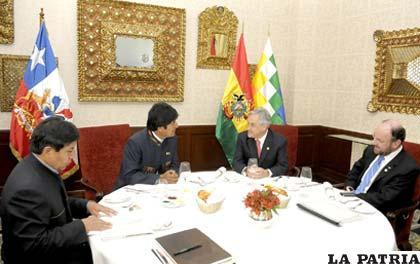 Morales, Piñera y sus respectivos cancilleres se reunieron en Perú