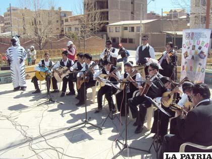 Las artes reunieron a los vecinos del Distrito 2, en la Plaza del Policía