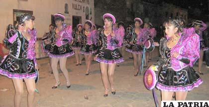 Cholitas de los caporales de la Carrera de Contaduría Pública
