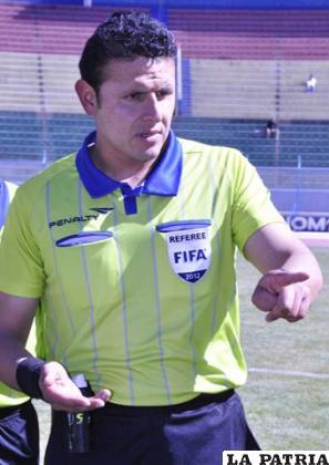 Gery Vargas dirigió el partido
