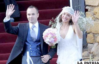 Andrés Iniesta junto a su esposa Anna Ortiz (foto: el-nacional.com)