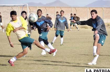 Los futbolistas de San José ayer hicieron fútbol con la finalidad de ganar el domingo