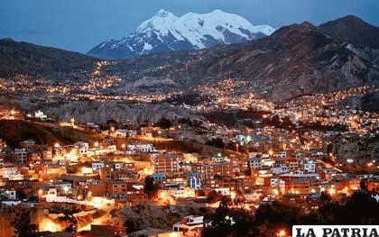 La ciudad de La Paz y su guardián, el Illimani