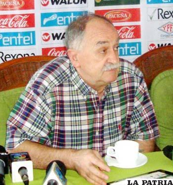 Xabier Azkargorta, técnico de la Selección en una conferencia de prensa