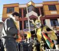 Los diablos del buzo naranja hicieron bailar al presidente Morales en la entrega de su sede (ABI)