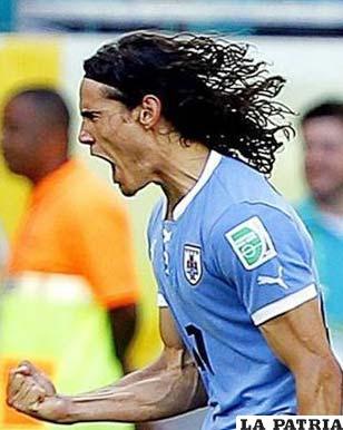 Cavani anotó los dos goles de Uruguay