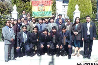 Omar Otazo junto a los periodistas deportivos de Oruro