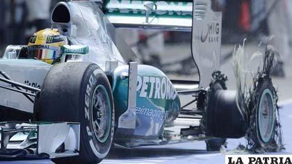 Numerosos reventones en el neumático trasero izquierdo