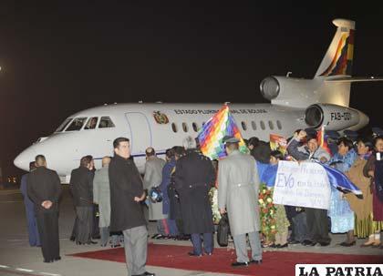 Cuando  el avión presidencial estaba en cielo europeo, en varios países le negaron la autorización de aterrizaje