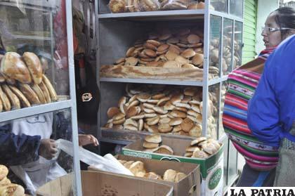 La venta de pan se podría regularizar hoy en los mercados y tiendas