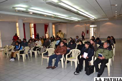 Representantes de municipios en la reunión de conciliación de cuentas