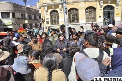 Alcaldesa, Rossío Pimentel en diálogo con los vecinos