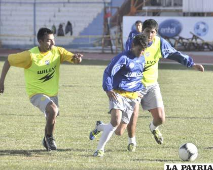 Gomes es parte del equipo titular de San José