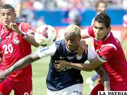 Los panameños intentan frenar el avance del estadounidense Jhonson