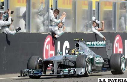 El coche del inglés Lewis Hamilton