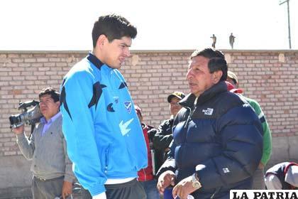 El presidente de San José, Freddy Fernández dialoga con el golero Carlos Lampe