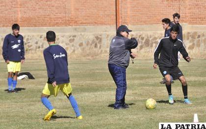 Barrientos dirige los entrenamientos de San José