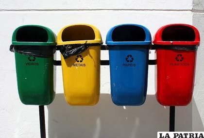 Para clasificar la basura se recomienda contar con contenedores de diferentes colores
