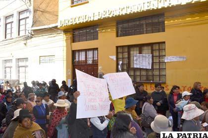 Padres de familia de estudiantes consiguieron que Oruro tenga más ítems