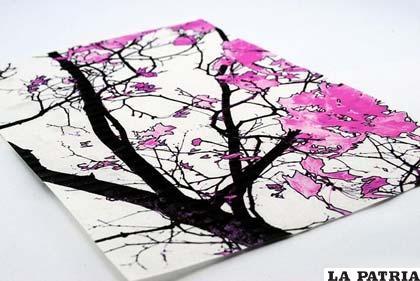 Usa un trozo rectangular de papel y dibuja unas figuras como tú quieras
