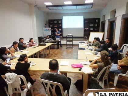 Regiones de Oruro serán afectadas por exploración petrolera según expertos