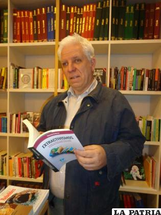 Eduardo Gudynas presentando su libro
