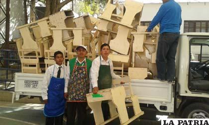 Estudiantes ayudaron a trasladar muebles que donó el Anglo Americano