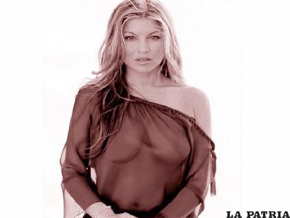 Fergie Posa En Toples Para Su álbum En Solitario Milf