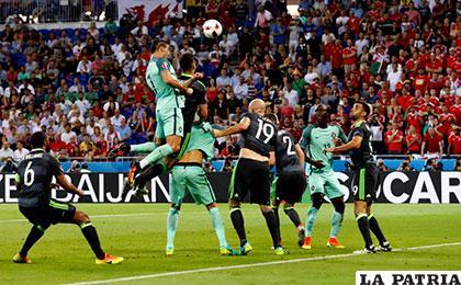 Salto impresionante de Ronaldo para anotar el primer gol /as.com
