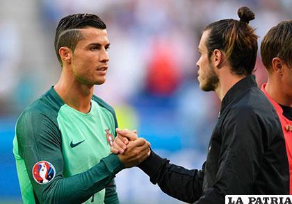 Ronaldo y Bale, compañeros en el Real Madrid, dialogaron al final del cotejo /as.com