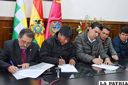 Autoridades de Oruro y Cochabamba firman acuerdo dando fin al conflicto de