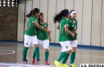 La celebración de las bolivianas tras ganarle a Uruguay2 en el primer  partido