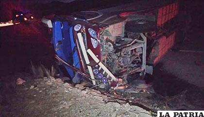 El bus sufrió serios daños en su estructura