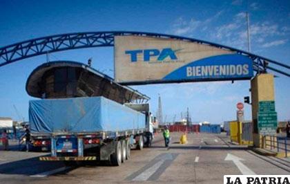 Gobierno saluda reapertura de garajes para camiones for Garajes metalicos en bolivia