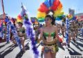 Juventud, alegría, cultura y mucho color en la Entrada Universitaria de La Paz