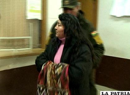 La ex fiscal, Lourdes Rivera, al término de su audiencia cautelar /Archivo