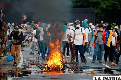 Oposición paraliza en Venezuela; dos muertos