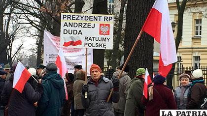 Comisión Europea mantiene posibilidad de sancionar a Polonia