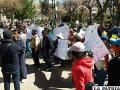 Protesta de vecinos que ayer llegó a la plaza principal 10 de Febrero