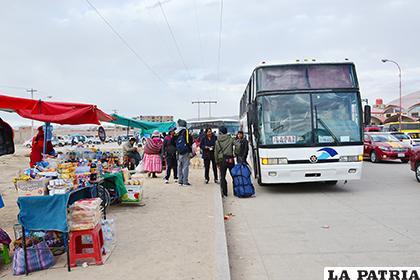 Resultado de imagen de afuera de terminal de autobus en bolivia