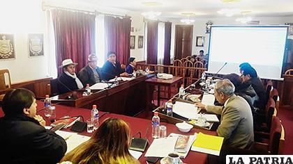 Concejales en la sesión que aprobó el proyecto de la Carta Orgánica /CMO