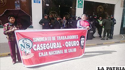 Durante la marcha de los trabajadores las oficinas centrales de la CNS fueron cerradas