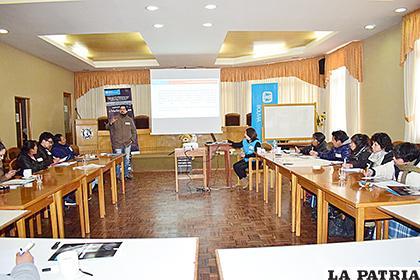 Periodistas durante el taller