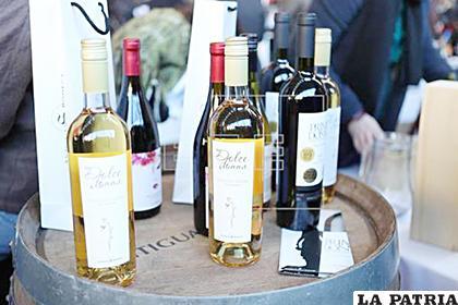 Vista de botellas de vino exhibidas durante una exposición de bodegas de vino uruguayas /efe.com