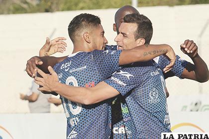 Prost celebra con sus compañeros uno de los goles del triunfo de Sport Boys /APG