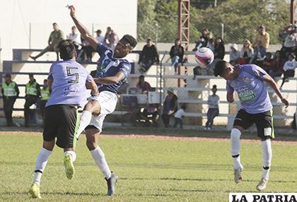 Una escena del partido jugado en Warnes entre Sport Boys y Real Potosí /APG