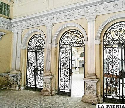 Imagen que respalda la preocupación sobre el estado del edificio de correos /BORIS MEDINA