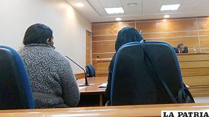 La mujer boliviana enfrentando a las autoridades judiciales chilenas /Soy Chile